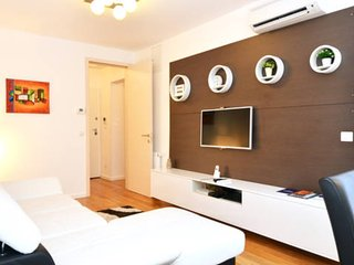 LUXURY 2 BDR APP  near main Railway station