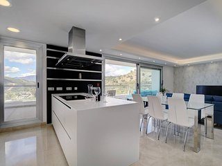 Avalon Benahavis Flat-Golf, Sea and Mountain View