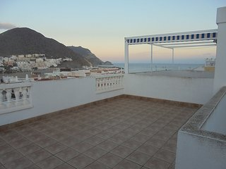 Apartamento de un dormitorio con amplia terraza cerca de la playa