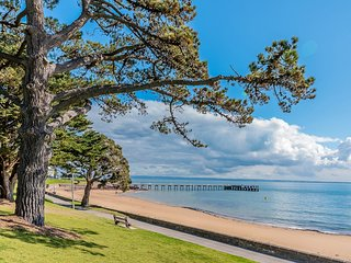 13/4 Cscape, Cowes - Beach Frontage Apartment with Views