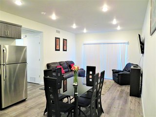 2 Bed/2 Bath w/ Comfy Leather Sofa & Balcony View (F33)