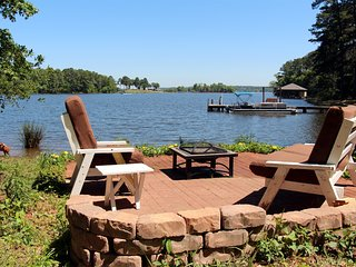 Spacious 6BR Frankston House on Lake!