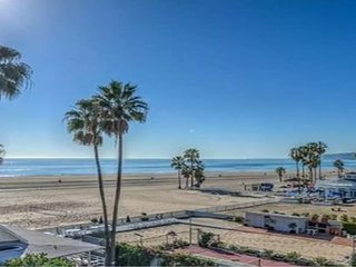 Beach Front With Ocean View 1Br 1Ba 3Beds