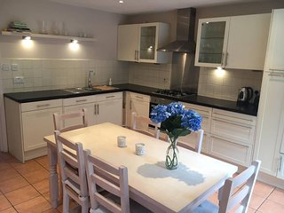 Neat 4 beds house in the heart of East London!