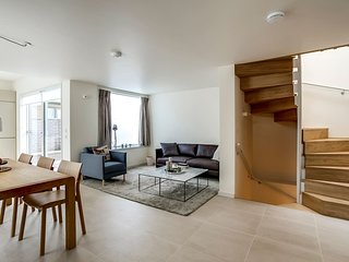 Luxury 3BR Home wTerrace by Kings Cross (6 guests)