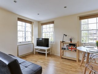 Modern 1BR flat, close to everything!