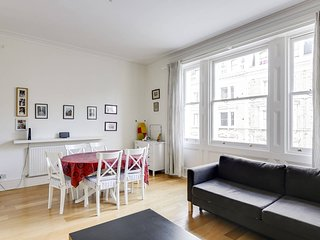 Gorgeous flat for 4 in the centre of Notting Hill!