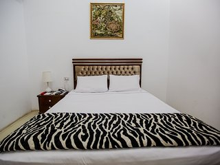 Valencia Hotel Double 2 Single Bed 7