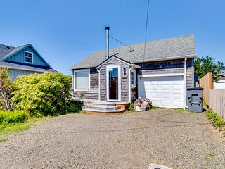 Charming, dog-friendly cottage close to beach & downtown! (MCA #547)