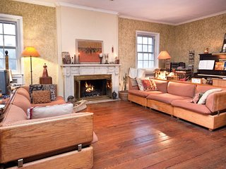 Spacious Designer Home--Comfy too!