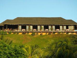 Villas Sol Beach Resort: 3-Bedrooms, sleep 8, Full Kitchen