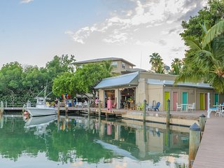 Coconut Mallory Resort and Marina: 2-Bedrooms, sleep 6, Full Kitchen
