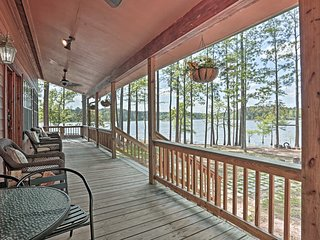 NEW-Toledo Bend Lake Home-Hot Tub, Dock & Fire Pit