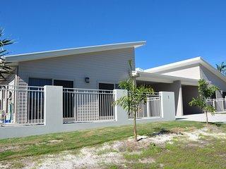 1/14 Spectrum Street - Modern, open plan, lowset duplex unit with shared ingroun