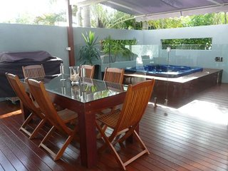 8 Tingira Close - Modern, lowset family apartment with covered outdoor area with