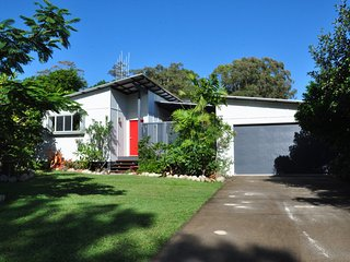 10 Double Island Drive - Modern family home, centrally located, swimming pool &