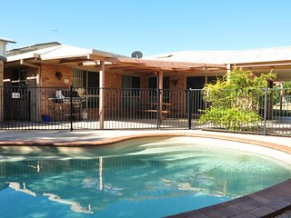 4 Coora Court - Lowset family home with detached flat, large outdoor entertainin