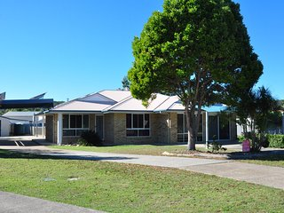 33 Bombala Crescent - Lowset, spacious, open plan family home with inground swim
