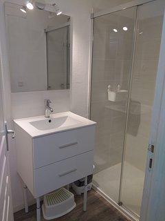 Salle de bain ( douche avec bac extra plat)