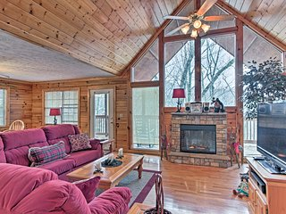 NEW! Pigeon Forge Area Cabin w/WiFi & Pool Access!