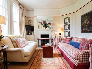 Veeve - English Country House Charm