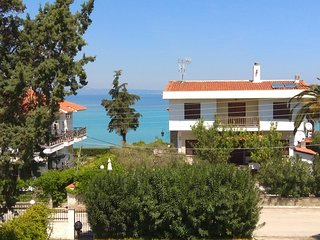 Polichrono Apartment 20m from the Sea