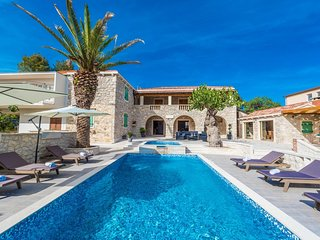 Villa Zadar Azure – Luxurious stone villa with pool near Zadar