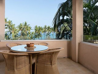 Kahalu'u Beach Condo | Infinity Pool & Spa, Lanai, Ocean & Sunset View