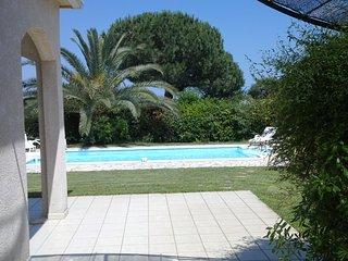 villa 200metres de la plage avec piscine privee 2000m2 de jardin clos