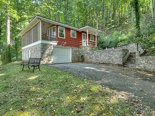 Country Mountain Getaway 3 Bedroom with Views, Nice Screened Porch, Garage