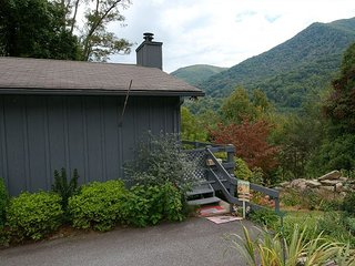 Pet Friendly Charming Getaway, Easy Paved Access,Hard-to-Find View, Internet