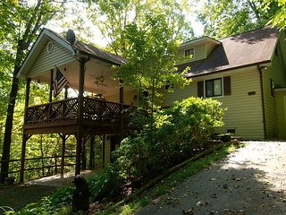 3 Bedroom 2 bath Home, Easy Access, Covered Porch, Diligent Views & Internet