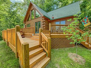 Charming 2 BR Log Home - Super Views, Paved Access, Hot Tub, Private & WIFI