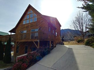 4 BR 3 1/2  Bath  Log ,Views, Paved Access, Game Rm, Hot Tub, Internet, Pets
