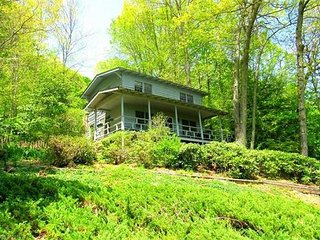 3 Bedroom 2 Bath Cozy Cottage Paved Access, Semi Private, Views, WIFI