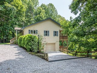 3 BR House with Spectacular Long Range Smoky Mountain Views