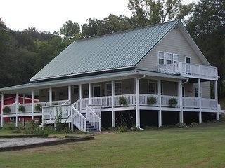 3 Bed 3 Bath-Large Wrap Around Porch Family Friendly, Hot Tub & Approved Pets