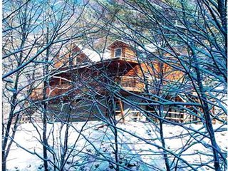 2 BR 2 1/2 BA Log Home with Creekside View, Hot Tub, Game Room  & Fire Pit!