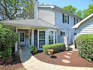 3BR in Old Village w/ Bicycles, Screened Porch, Private Yard