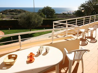 Acacias Apartment BG. In Luz, Sea Views, 2 pools, walk to everywhere and beach.