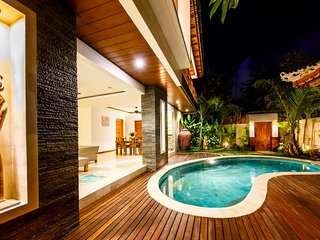 3 BDRM Suzuki 2 Villa 15 mins to the Beach, Seminyak