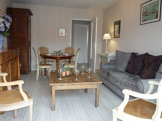 3 bedroom Apartment with WiFi and Walk to Beach & Shops - 5700180