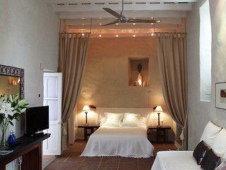 espectacular suite en típico patio andaluz
