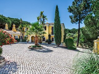 Quinta do Lago Villa Sleeps 8 with Pool Air Con and WiFi - 5480398