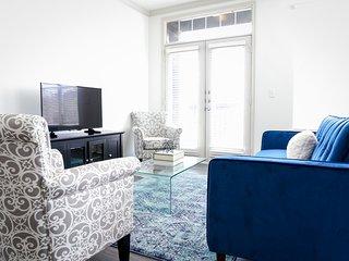 Dormigo Modern Two Bedroom on South Congress