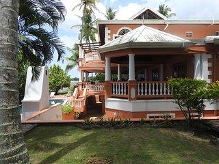 Villa Mirage Scenic Seaside Villa with 7 Spacious Bedrooms