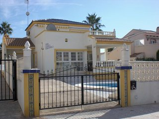 32.Spacious Detached Villa with Private Pool, Playa Flamenca,- 3 Bed - Sleeps 6