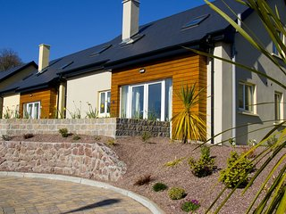 Vienna Woods Holiday Villas, Glanmire, Co.Cork - 4 Bed - Sleeps 8