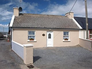 Goilin Cottage, Bartra, Lahinch, Co. Clare - 2 Bedroom - Sleeps 3