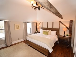 Stunning Suite that sleeps up to 4 Guests 1 King bed and pull out sofa